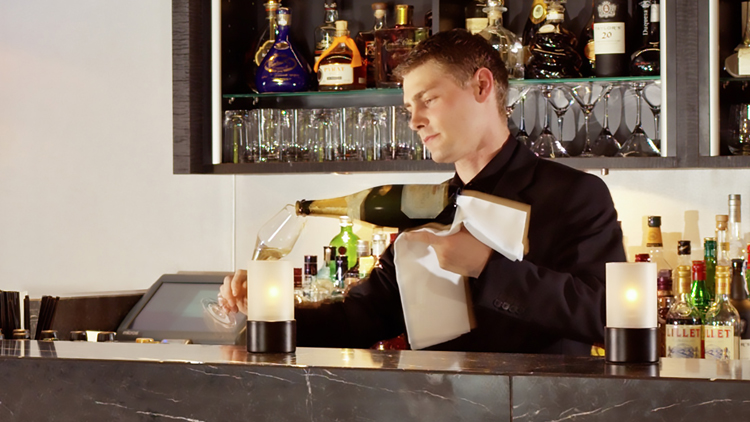 Barkeeper (m/w/d) - HYPERION Hotel Leipzig