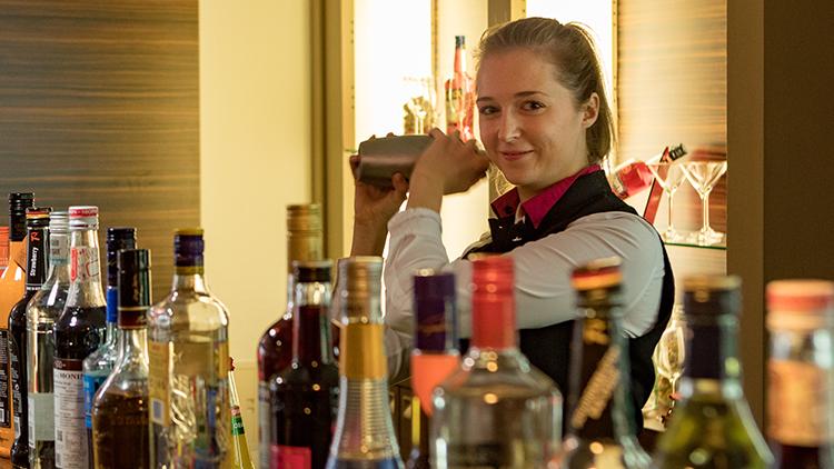 Barmitarbeiter | Servicemitarbeiter Spätdienst | Mitarbeiter Bar (m/w/d)